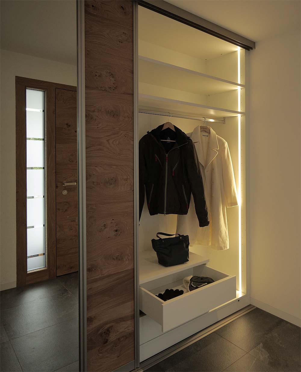 Schiebetürenschrank / Garderobe
