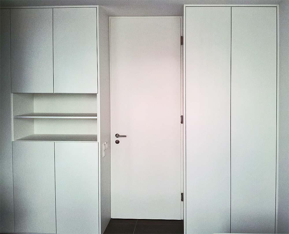 Einbauschrank mit Zimmertüre als Raumteiler