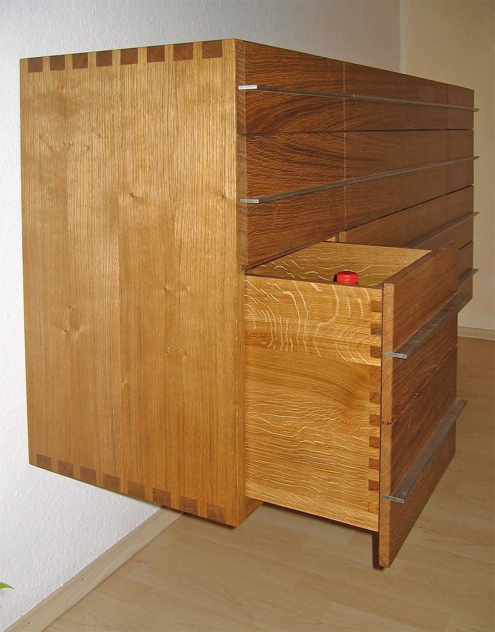 Hängesideboard in Eiche