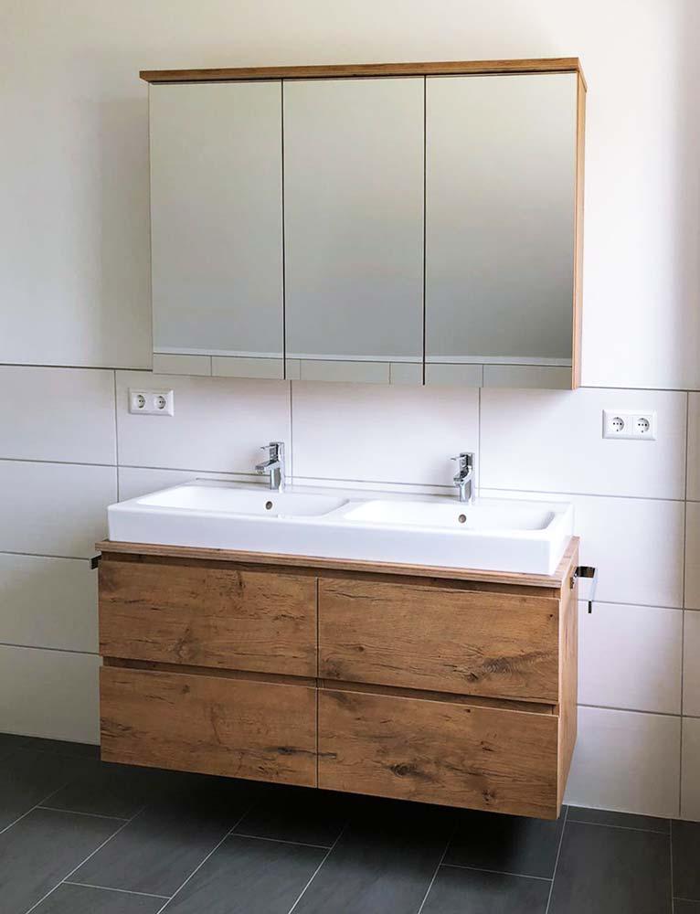 Waschtischunterschrank und Spiegelschrank
