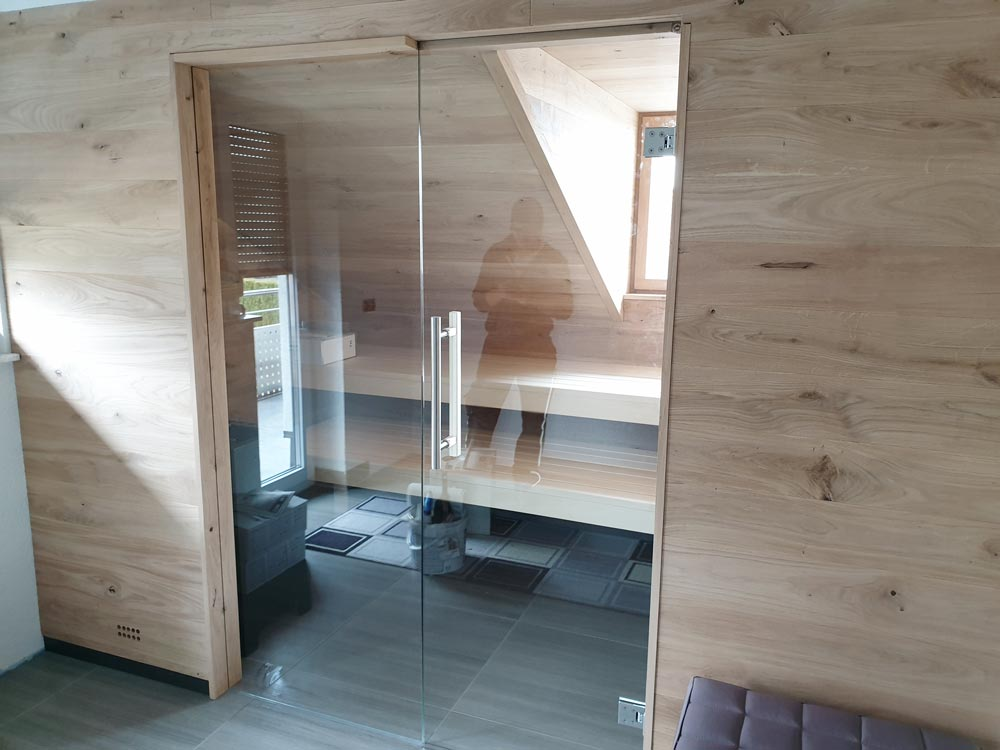 Sauna in Dachschräge integriert