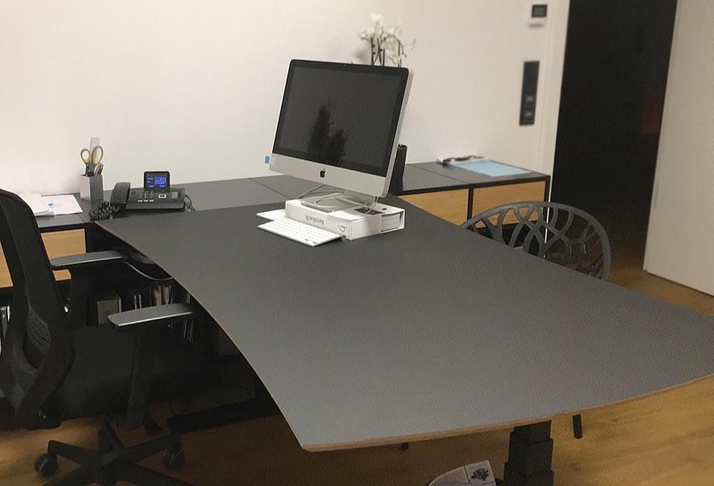 Schreibtisch in Nierenform